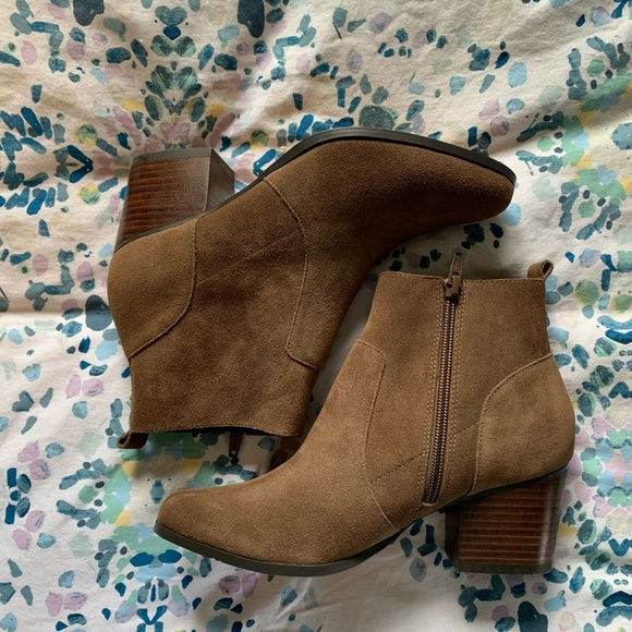 New Crown vintage Tan Suede Ankle Boots